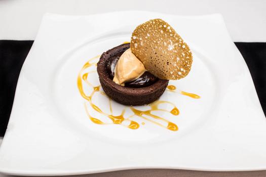 Apprenez dresser vos assiettes comme un chef lors de - Fondant au chocolat la table a dessert ...