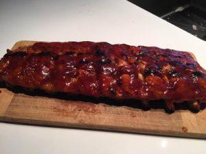 Côtes levées de porc grillées sauce BBQ maison