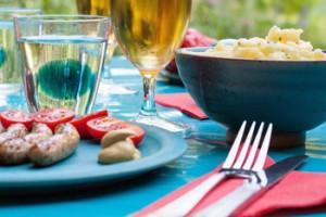 Salade de pomme de terre, aneth, jambon et crevettes