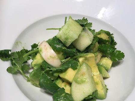 Une salade gastronomique à base d'avocat
