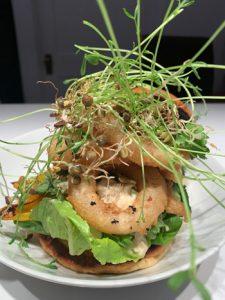 Burger au tofu croustillant